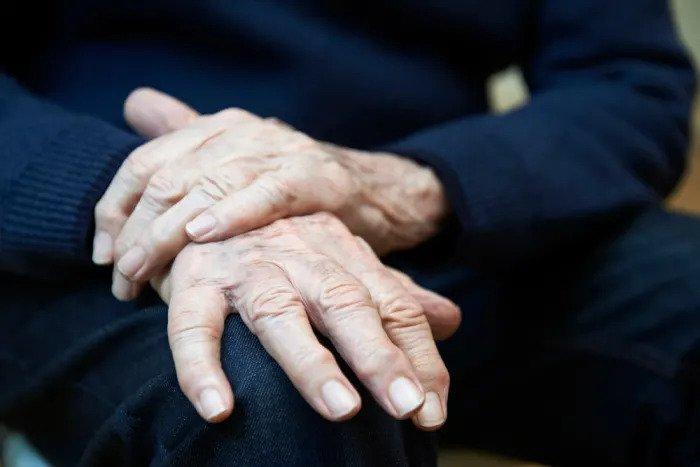 Руки старухи