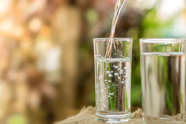 Не пейте воду во время еды