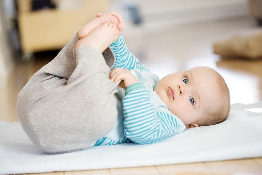 днйствия пятимесячного малыша достаточно скоординированны