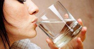 Болит горло при грудном вскармливании: чем можно лечить?