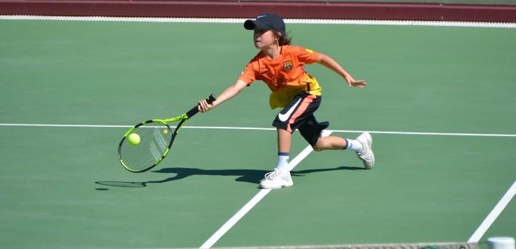 Большой теннис для детей: как правильно подобрать экипировку