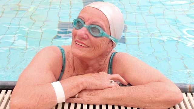 Она выиграла 3 золотые медали в плавании. Эстер Лавон